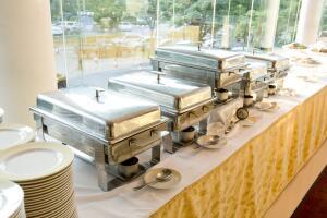 Стоит ли приобретать подогреватель для посуды?