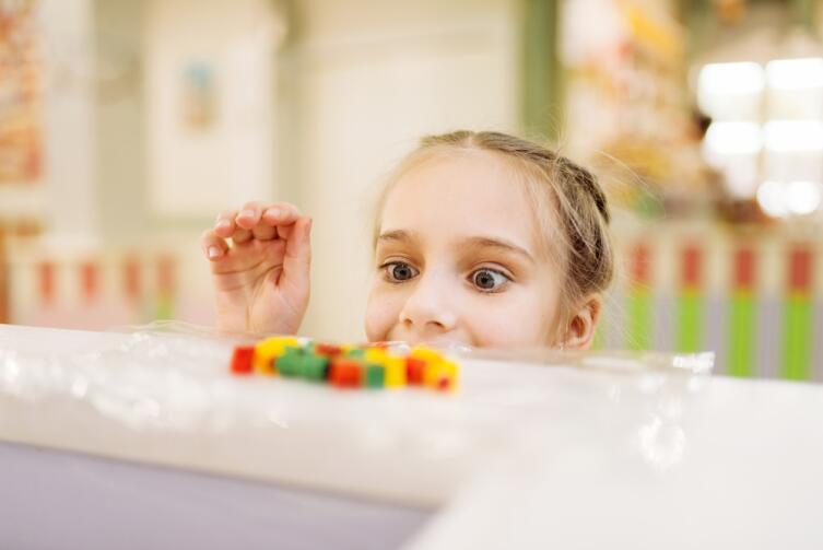 Страсть ребенка прикована к внешним свойствам предмета, они и влекут его