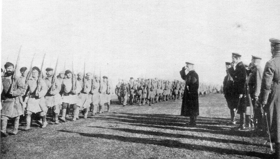Колчак принимает парад. Близ Тобольска, сентябрь-октябрь 1919 г.