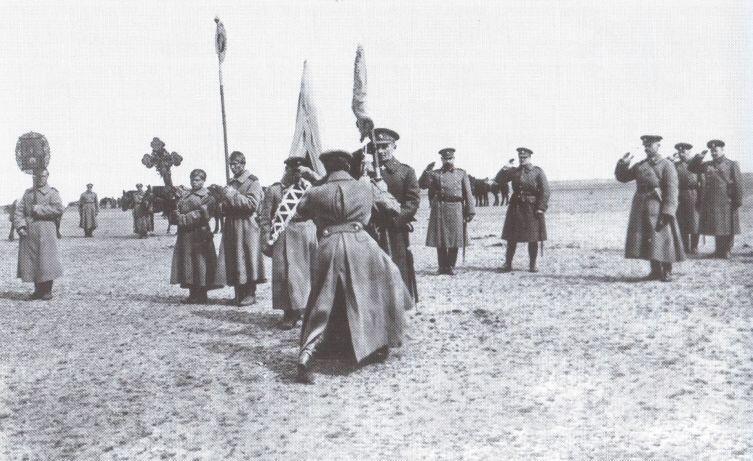 Верховный правитель вручает полковое знамя. 1919 год