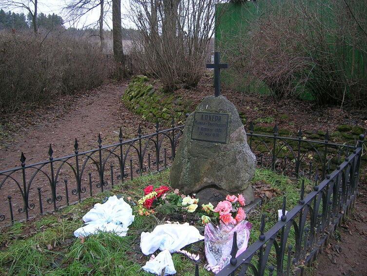 Символическая могила Анны Керн