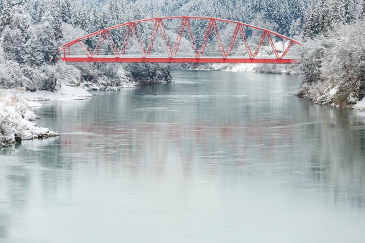 Красный мост через р. Тадами в префектуре Фукусима