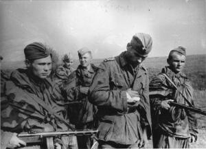 Эту аллею, посаженную в честь 30-летия Победы чиновники хотели пустить под нож. И в 2006 году Иван Савельевич выиграл не менее важную войну - войну за память погибших героев.