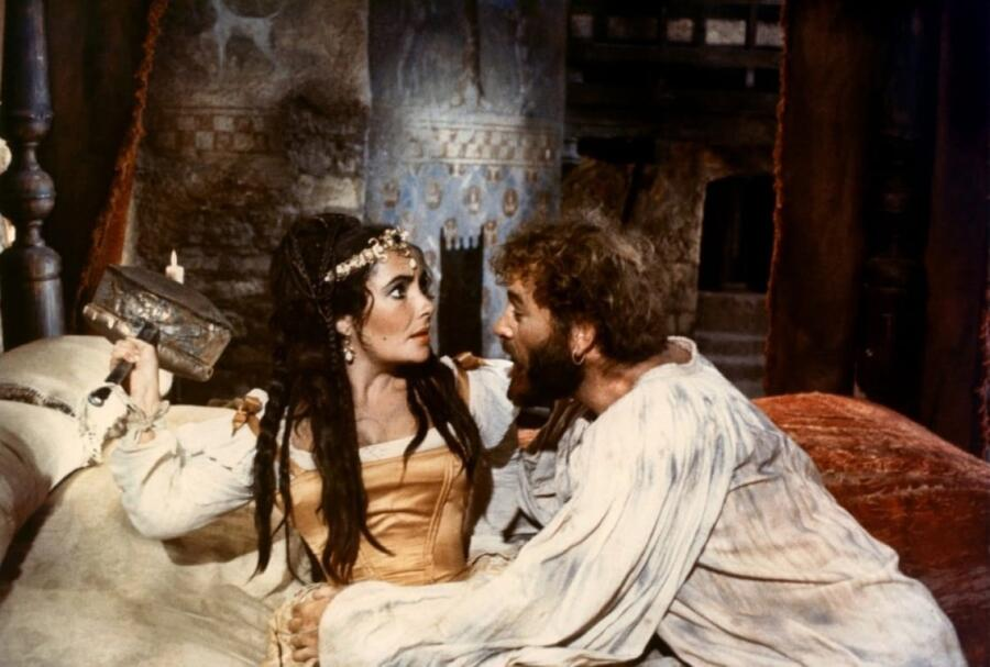 Элизабет Тэйлор — Катарина, Ричард Бёртон — Петруччо, кадр из фильма 1967 г.