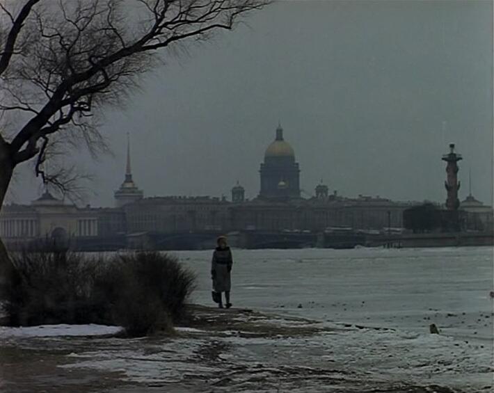 Надя идет по Ленинграду