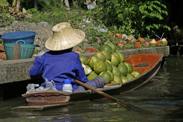 Продавец помело в Бангкоке