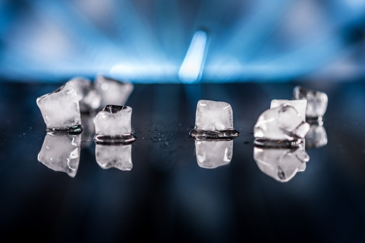 Подготовьте кубики льда для обезболивания