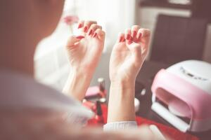 Как отучиться грызть ногти?