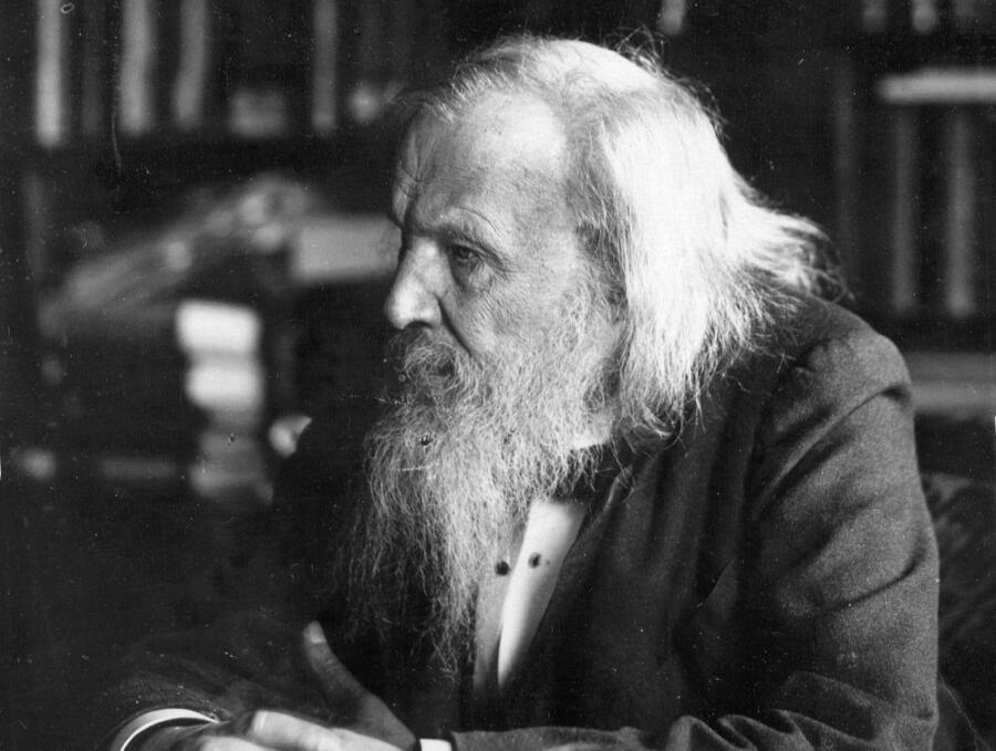 Д. И. Менделеев в своём кабинете, 1897 г.