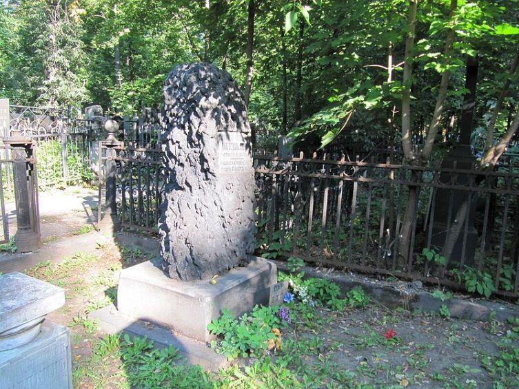 Могила М. С. Щепкина на Пятницком кладбище Москвы