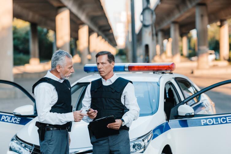 Водители в Германии, временно ставшие пешеходами, при возвращении с увеселительного мероприятия проверяют, нет ли в кармане прав, а то мало ли...