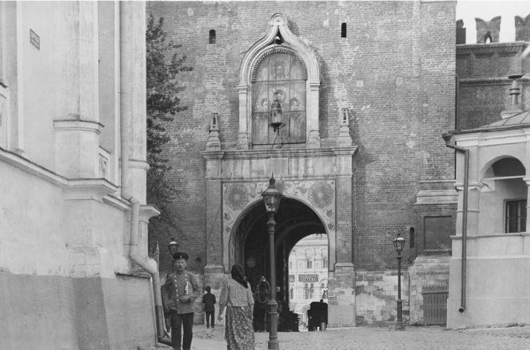 Спасские ворота в началеXX века