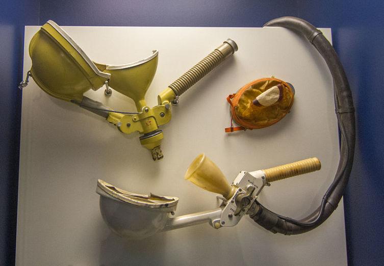 Устройство для отправления потребностей использовавшееся на корабле Союз