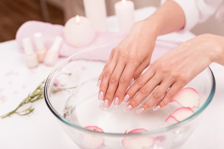 Как снять наращенные ногти в домашних условиях?