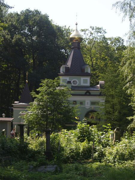 Часовня Ксении Блаженной на Смоленском кладбище в Санкт-Петербурге, построенная на месте её погребения