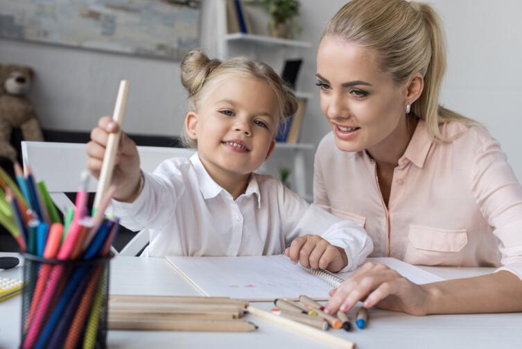 Ребенку, который учится в начальной школе, помощь не просто нужна, а необходима!