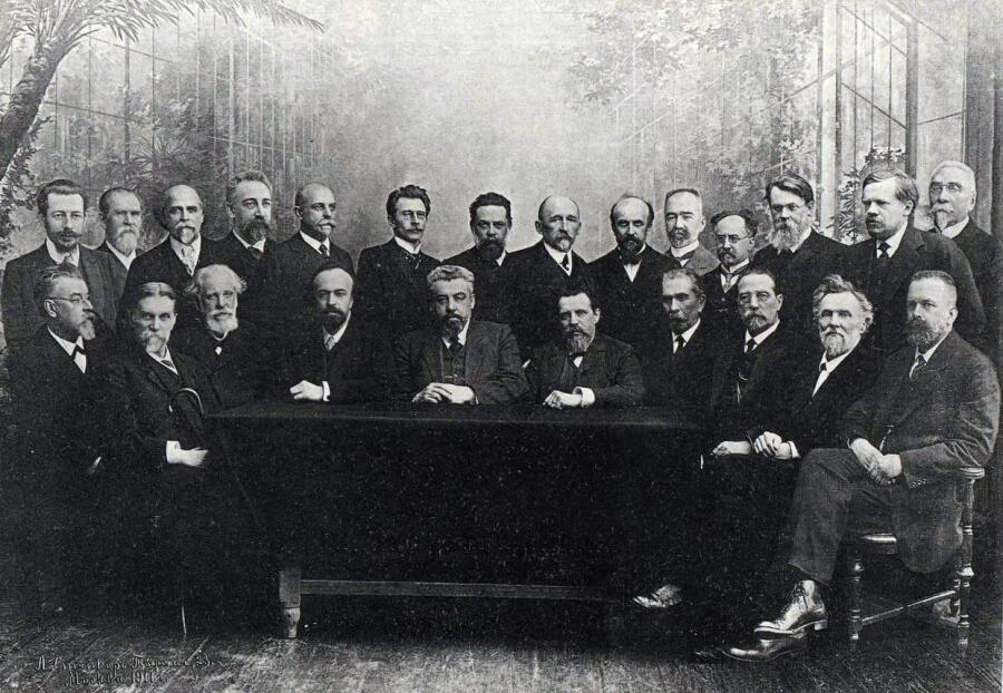 Профессора Московского университета, В. П. Сербский (сидит слева), 1911 г.