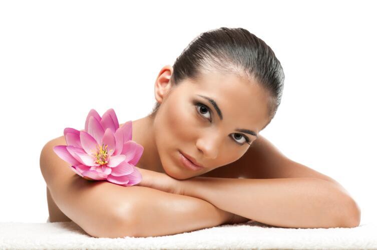 Остановить процессы ускоренного увядания, происходящего с кожей и мягкими тканями лица возможно