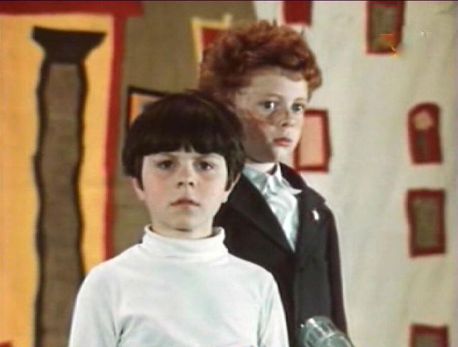 Какими песнями прославились фильмы про Дениса Кораблёва и Анискина?