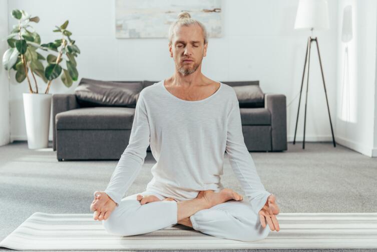 Постоянное место для медитаций поможет быстрее входить в нужное состояние