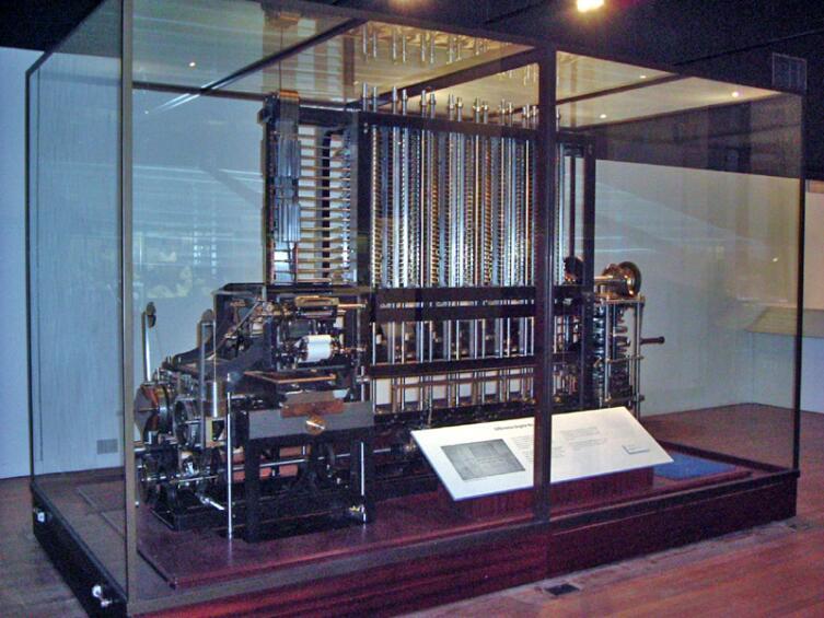 Копия разностной машины в лондонском Музее науки