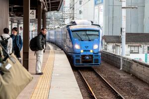 Доплер открыл физический эффект - изменение тона гудка приближающегося или удаляющегося поезда