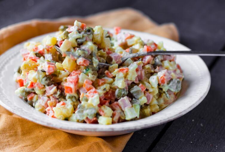 Какие салаты можно приготовить быстро и недорого?