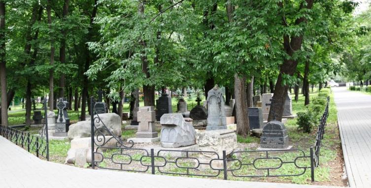 Памятник Илье Николаевичу Ульянову в Симбирском некрополе