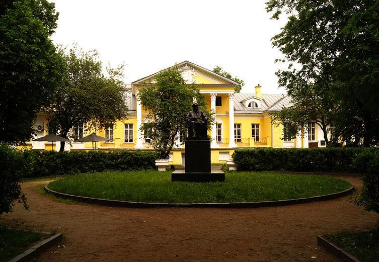 Усадьба Соллогуба, прообраз дома Ростовый