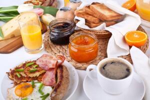 Это «поздний завтрак, плавно переходящий в ранний обед»