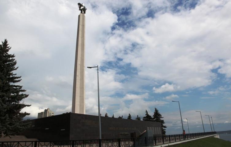 Стела в память 30-летия Победы