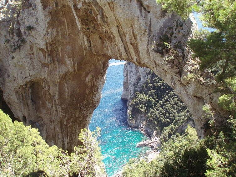 Arco Naturale в Италии