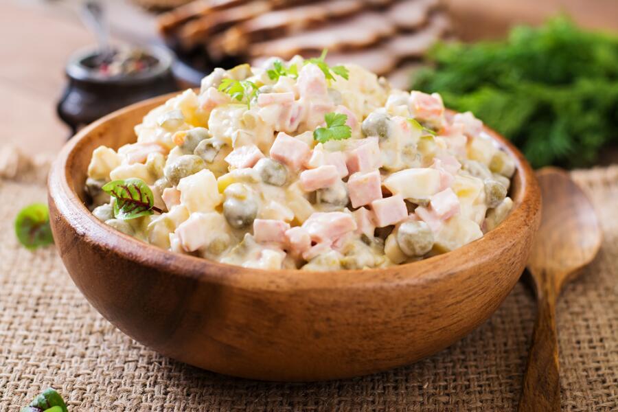 Сколько разных оттенков в салате любимом?.. Сага про оливье