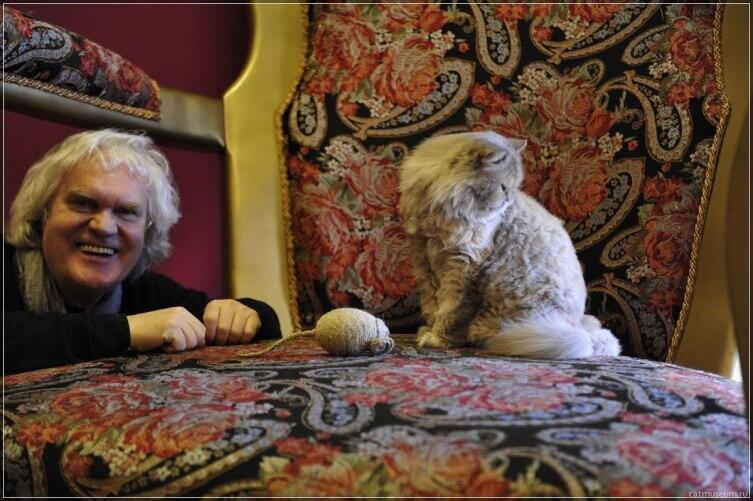 Юрий Куклачев в музее кошек