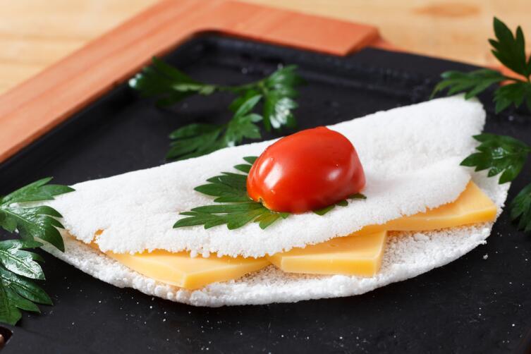 Лепешка из маниока с сырной начинкой