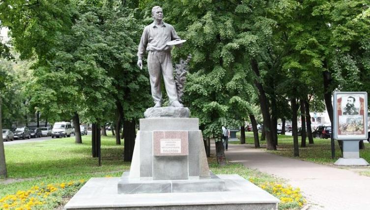 Памятник А. А. Пластову