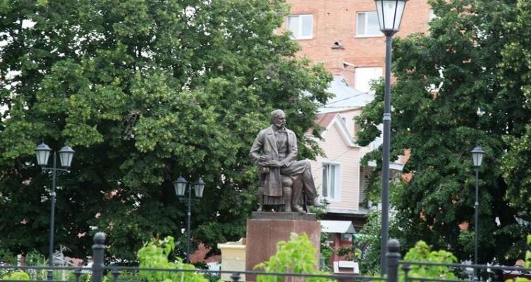 Памятник Гончарову