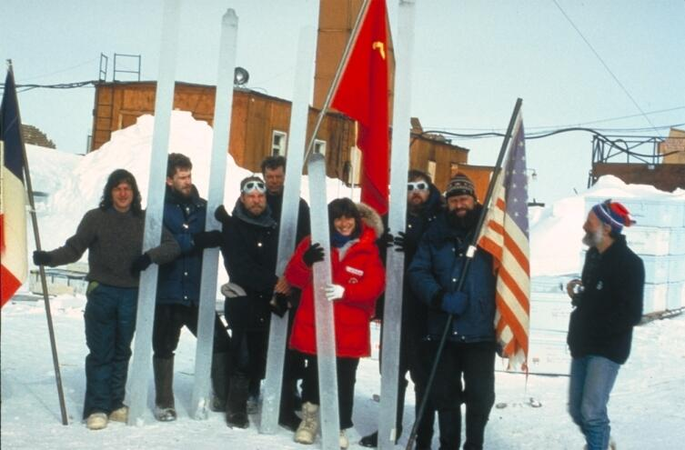 Международная группа исследователей на озере Восток