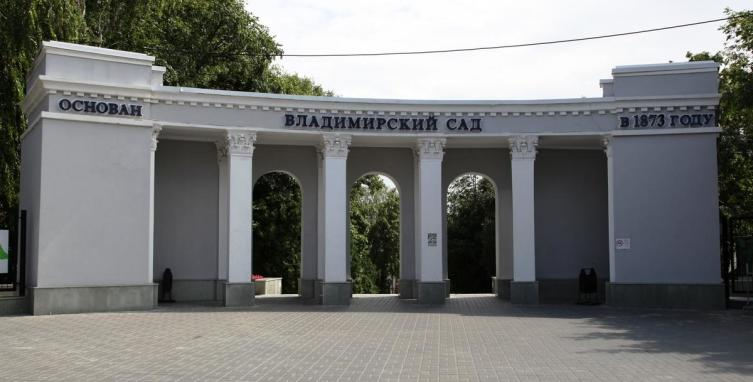 Парадный вход во Владимирский сад