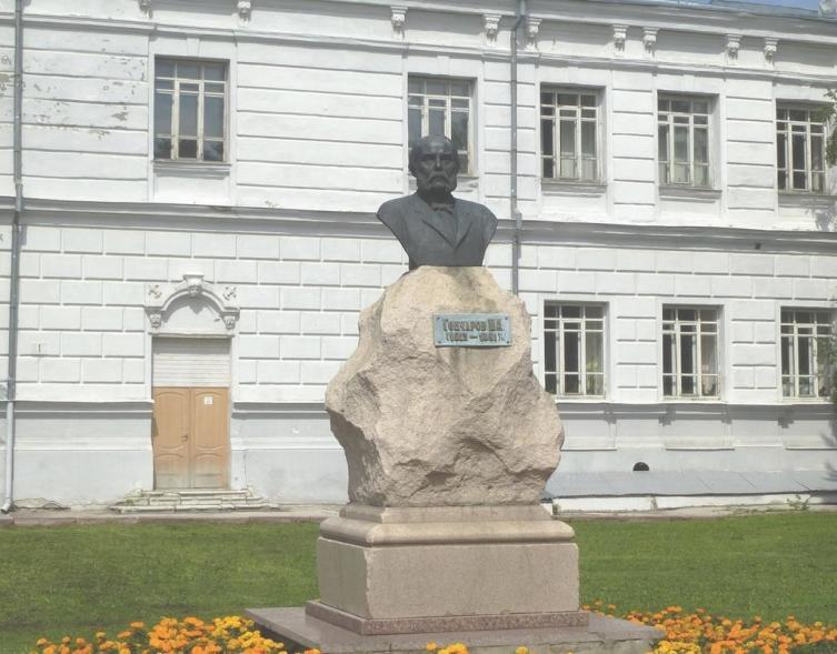 Памятник-бюст Гончарову