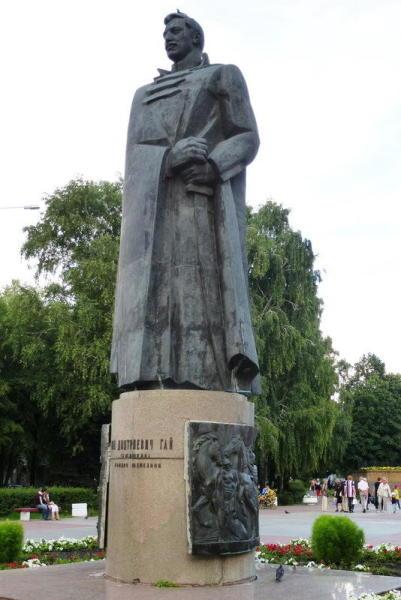 Памятник комдиву Железной