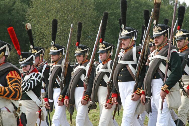 Реконструкция Бородинской битвы. Солдаты в киверах