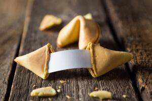 Как испечь праздничное печенье с предсказаниями?