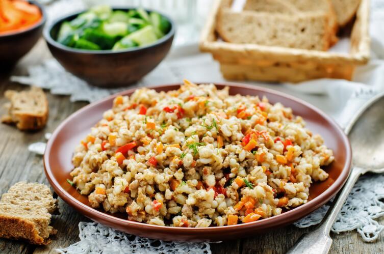 Перловая каша с мясом и овощами - блюдо вкусное и питательное