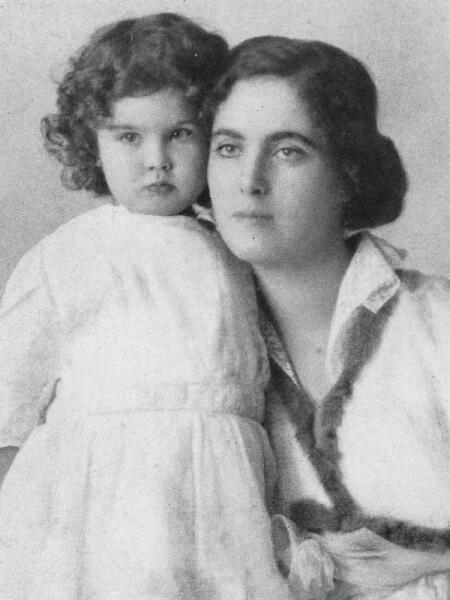 Вивьен и с матерью Гертрудой, 1915 г.