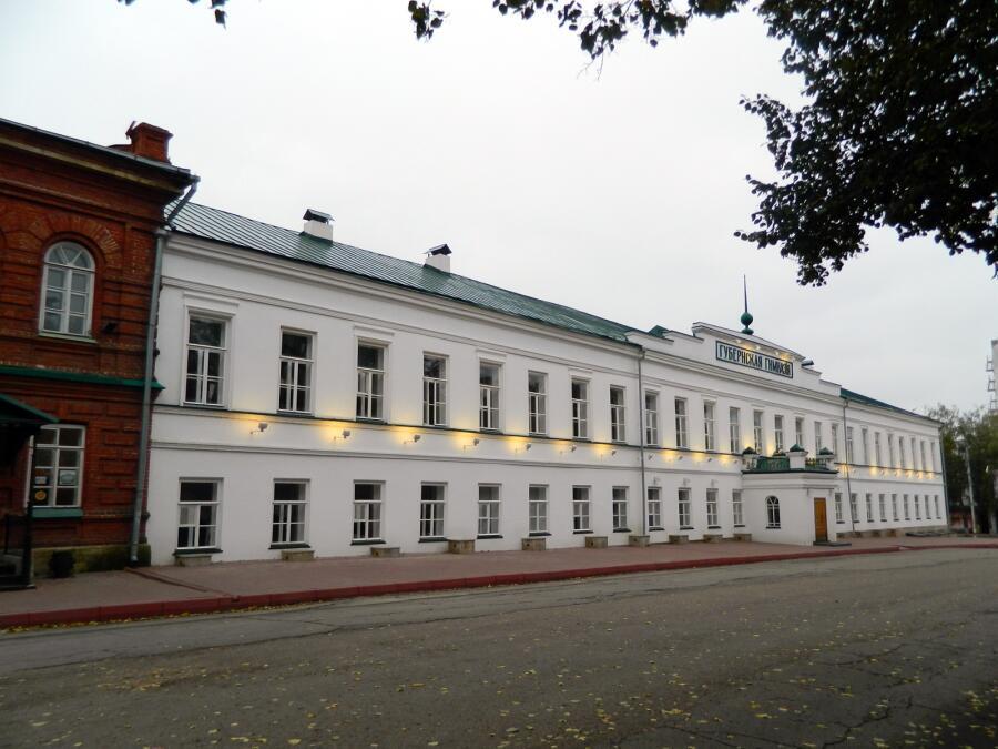 Симбирская классическая гимназия, в которую в 1879 г. поступил в А. А. Коринфский и семь лет проучился в одном классе с В. И. Ульяновым (Лениным)