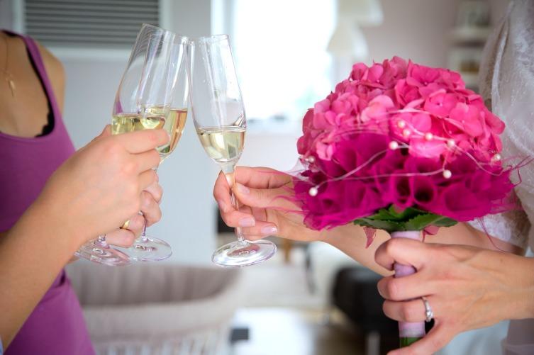 Шампанское пьют до дна, а вот другие вина можно не допивать сразу