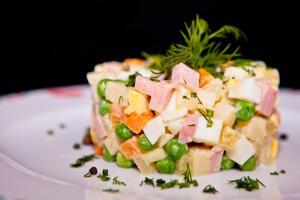 Как приготовить салат «Оливье»? Два рябчика и фунт паюсной икры