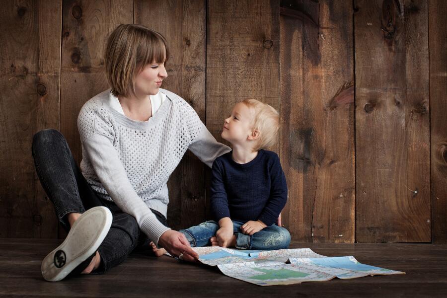 Воспитание ребенка: что важнее - общительность или трудолюбие?