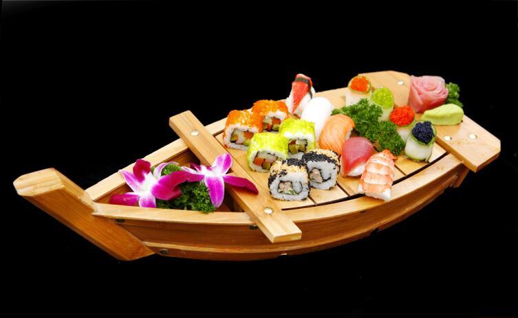 Подайте одно из блюд в кораблике - такарабунэ